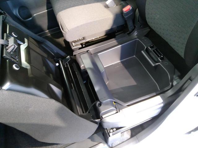 【助手席シート下収納】助手席のシート下にはこのようなBOX収納があります。「軽自動車は収納が少ないから・・・」という方にも安心♪