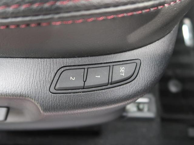 【シートメモリ】この機能で、シートの位置を記憶できます。ご家族で何人か運転するときには、パターンをいくつか保存すれば便利♪
