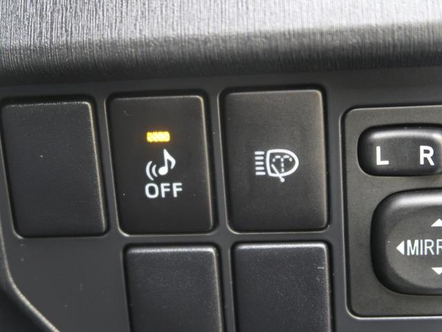 【車両接近警報】HVはガソリンエンジンが停止しているときにはあまりにも静か!車が近づいてもわかりにくいため、歩行者にわかるようにクルマから音を出す機能です。