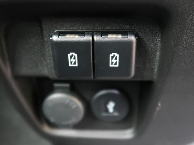 充電用USB端子☆USBケーブルを挿して、スマートフォンなどそのまま充電が可能です。
