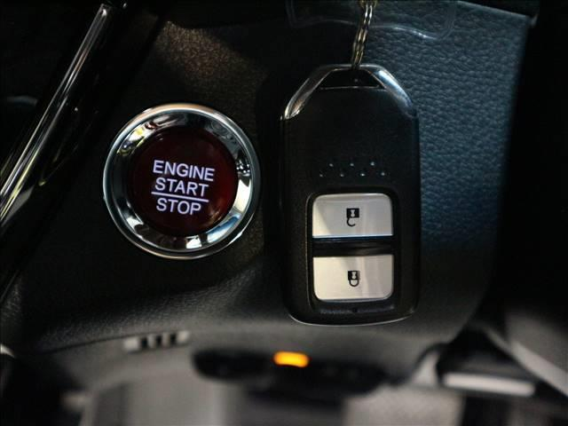 車内へのアクセス楽々、今や必須アイテムの「スマートキー」には、キー複製防止「イモビライザー」まで備わっております。