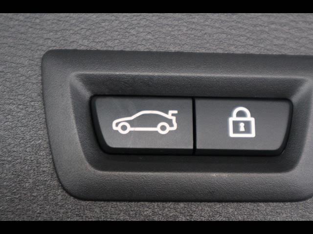 xDrive 18d ハイラインパッケージ 純正ナビTV バックカメラ 黒革 シートヒーター アクティブクルーズ ETC パワーバックドア パワーシート 衝突軽減 ディーゼル ワンオーナー 4WD(6枚目)