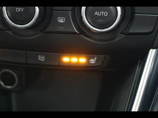 XD Lパッケージ ワンオーナー 8インチナビTV バックカメラ 黒革 シートヒーター RVM スマートキー ディーゼル HID 19アルミ Bluetooth アイドリングストップ 4WD(6枚目)