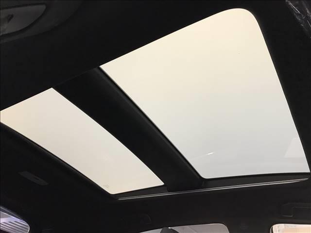 【調光ルーフ】ハリアーならではの人気アイテム調光ルーフです。通常の車と比べ窓が広く開放感!!