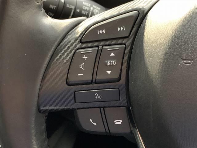 【ステアリングスイッチ】が搭載しております。オーディオ操作をハンドルで行うことが可能です。