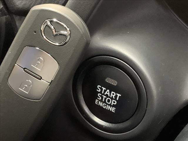 もはや定番となりつつある【スマートキー・プッシュスタート】鍵を持っているだけでエンジン始動から開閉まで行う事が出来ます。