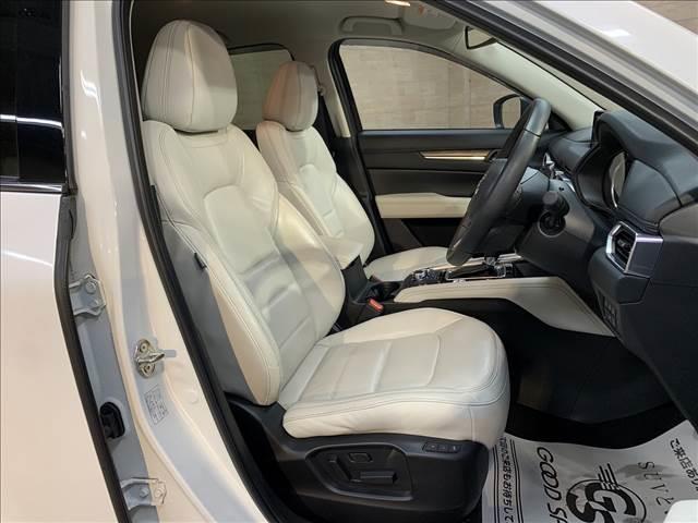アイポイントも高く見渡しの良い視界を確保しています。長距離のドライブでも疲れにくく快適に運転できます。