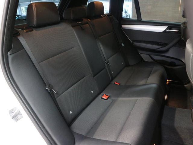 セカンドシートはリクライニング可能でくつろぎの空間♪大人の方お二人が乗られても十分なスペースが確保されております!!