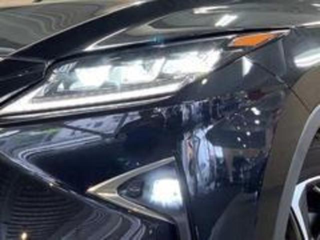 LEDヘッドライト搭載。夜道も明るく照らします。
