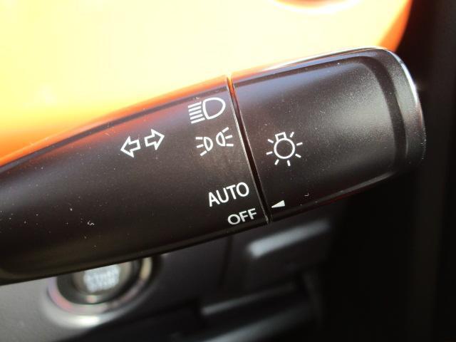 XS ナビ/ワンセグ/スマートキー/衝突軽減ブレーキ/アイドリングストップ/ETC/盗難防止装置/横滑防止装置/シートヒーター/HID/ベンチシート/運転席・助手席エアバック/CD(8枚目)