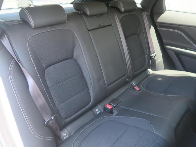 フロントシート・リアシート共に一切の使用感はございません。後席はISO−FIXにも対応したシートを採用し、チャイルドシートも簡単にお取り付けいただけます。