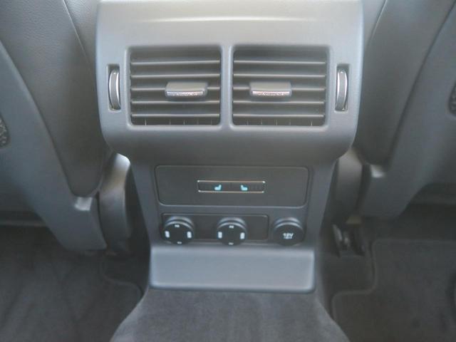 後席にも左右それぞれ三段階で調節が可能なシートヒーターをオプション装着しています。どの座席にお座りになっても快適に目的地までお過ごしになれます。