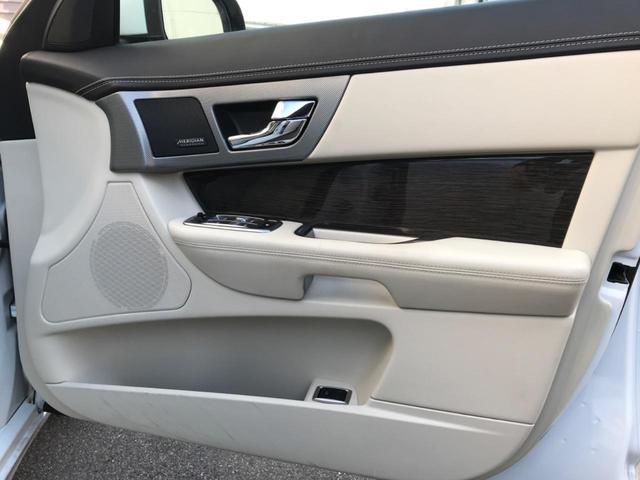 XFR 認定 クルーズコントロール 開閉式パノラミックルーフ シートヒーター&クーラー シートメモリー パワーシート 20インチアルミ バックカメラ MERIDIAN アイボリーレザー プライバシーガラス(30枚目)