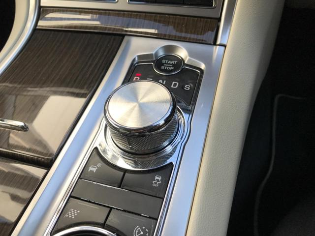 XFR 認定 クルーズコントロール 開閉式パノラミックルーフ シートヒーター&クーラー シートメモリー パワーシート 20インチアルミ バックカメラ MERIDIAN アイボリーレザー プライバシーガラス(38枚目)