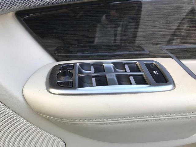 XFR 認定 クルーズコントロール 開閉式パノラミックルーフ シートヒーター&クーラー シートメモリー パワーシート 20インチアルミ バックカメラ MERIDIAN アイボリーレザー プライバシーガラス(48枚目)