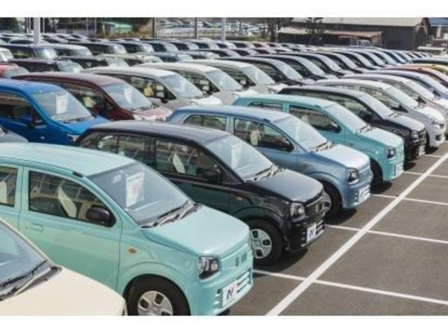 展示場は毎日きれいに並べております。お好みのお車を一緒に探していきます!!