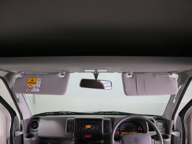 オーバーヘッドシェルフはボックスティッシュなども収納できる広さです。