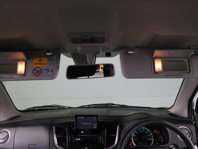 運転席助手席共にバニティーミラー付きです!