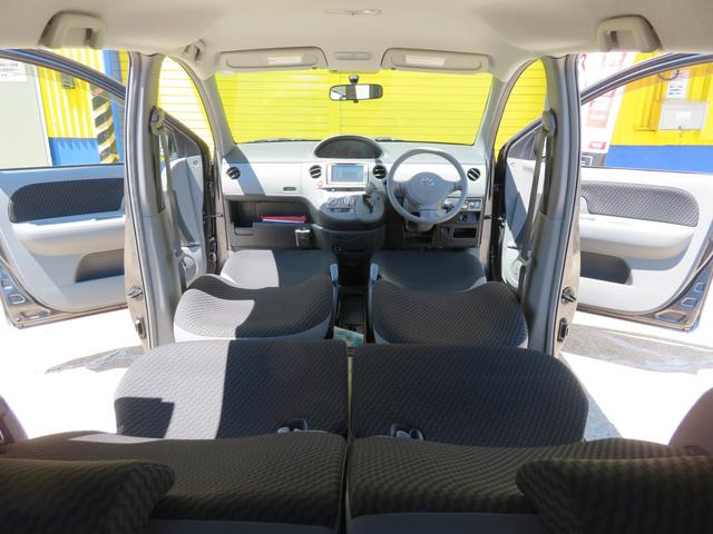 フロントシートとセカンドシートはフルフラットシートになります。
