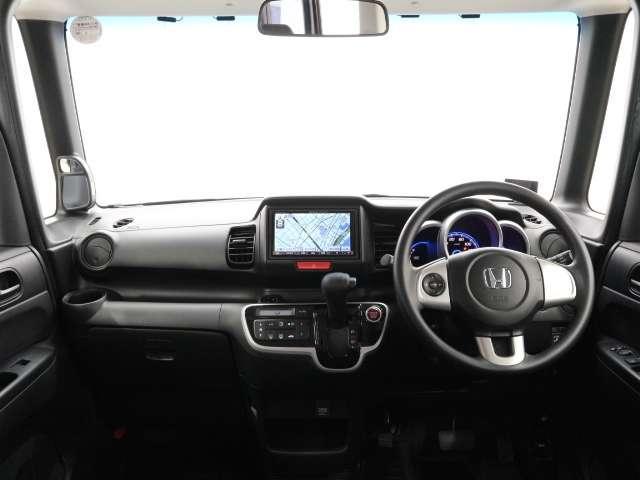 開放感溢れる、ダッシュボード!前方視界も良好なので、運転も楽々です!