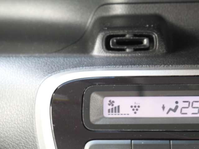 プラズマクラスター技術搭載フルオートエアコンはエアコンまたは送風に連動して作動して、空気浄化や脱臭などの効果を発揮します。