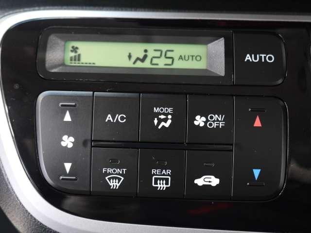 オートエアコン標準装備です 1年中快適な室内を提供!一度車内温度を設定すると、風量、風方向を自動で調節してくれます