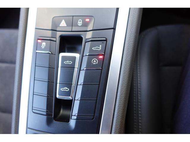 718ボクスター 1オーナー5800キロベースグレード2リッター+ターボPDKボルドーカラースポーツクロノ内装色アゲードグレーレッドカラーシートベルトシートヒーター電動可倒式ミラーデイライトバックカメラETCナビ禁煙車(14枚目)
