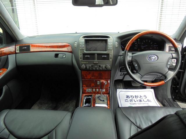 リアシートは電動シートポジションが変更できます!マッサージ機能も付いてますよ(^_-)-☆さすが、グレードのいい車輛は違いますね(^_-)-☆