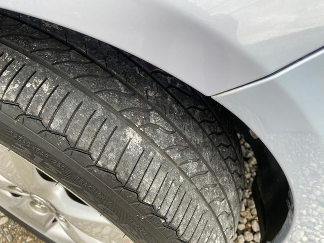 タイヤの溝をご覧ください