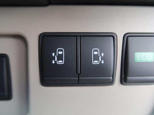 両側電動スライドドア 『駐車場で隣の車が近い時、狭くて乗りにくい時ありますね、でもスライドドアなら開けた時に幅を取らず、とっても乗り降りが簡単です。大きな荷物の出し入れも後席から可能♪助かりますね☆』