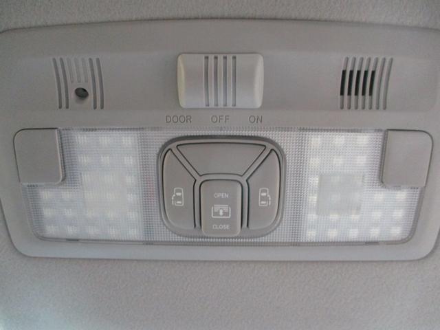両側電動スライドドアは前席にあるスイッチからも操作できます!