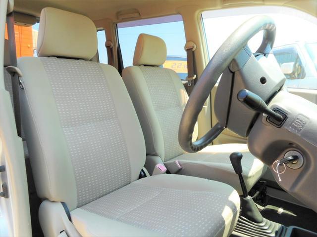 運転席、助手席ともに綺麗な状態で保たれております。気持ち良くお乗り出し頂けると思います。BRIDGE GATE0066-9706-2357までお気軽にお問い合わせくださいませ。