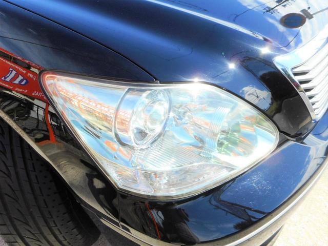 ヘッドライトも黄ばみなく綺麗な状態で保たれております。ご納車時にも磨き、コーティング後ご納車致します。0066-9706-2357まで、お気軽にお問い合わせくださいませ。