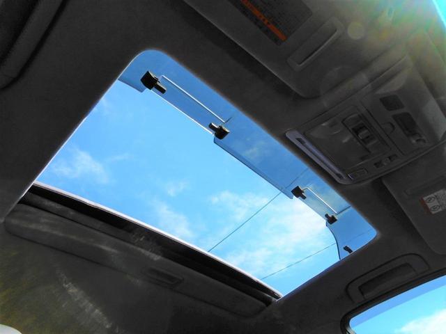 サンルーフ付きのお車御座います。気持ち良く運転して頂けるお車です。BRIDGE GATE 【ブリッジ・ゲート】無料ダイヤル 0066-9706-2357まで、お気軽にお問い合わせくださいませ。