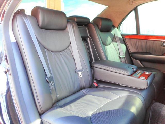 後尾座席にもシートヒーターが装備されております。BRIDGE GATE 【ブリッジ・ゲート】無料ダイヤル 0066-9706-2357まで、お気軽にお問い合わせくださいませ。