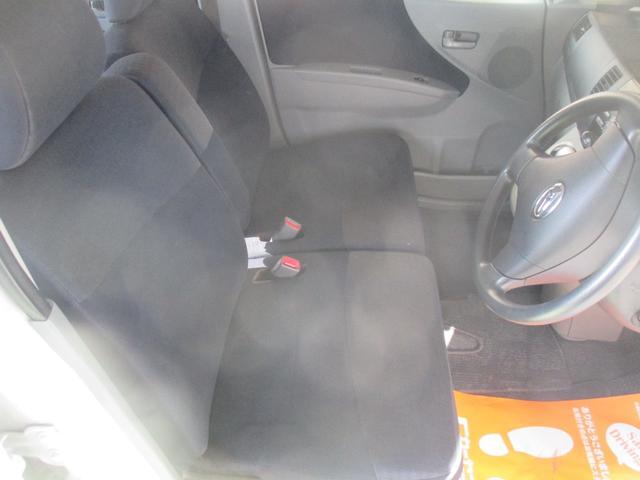 フロントシートはベンチシートです。
