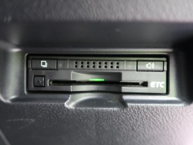 【純正ビルトインETC】 高速道路の料金所もノンストップで通過できます♪ 最初から付いてくれているのは嬉しい装備です☆ 遠方へのお出かけにはかかせないですね! ETCセットアップも当店で可能です!