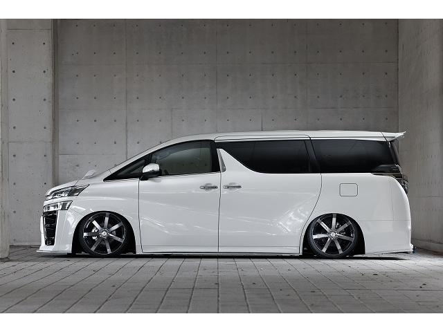 BLITZ・ZZ-R車高調を装着してローダウン!高速走行やコーナリングでの安定感をUPさせながらもノーマルサスペンション以上の乗り心地を実現するおススメの車高調です!減衰固さ調整が32段階で可能です!