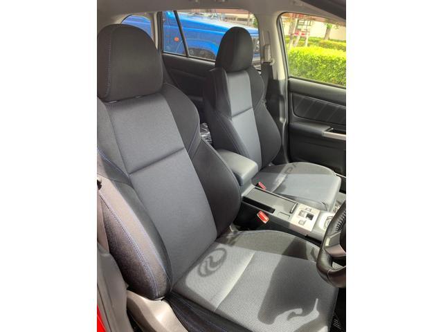 フロントシートについても、ヤレや破けなどはなく、快適に使用頂ける状態を保っております。