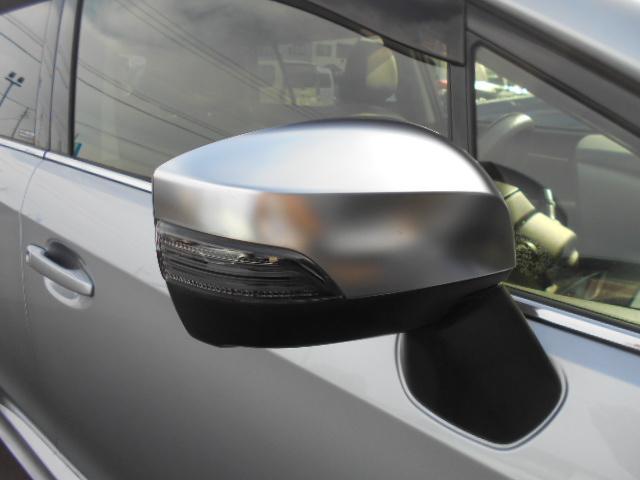 ドアミラーウインカー スタイリッシュなデザインを強調するだけでなく、対向車からの視認性もよく安心です!
