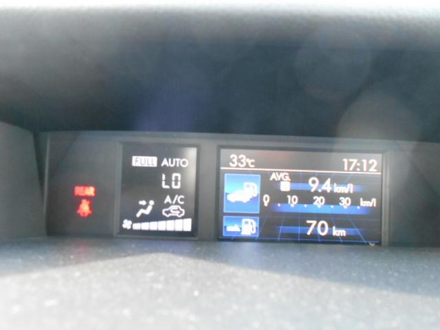 マルチファンクションディスプレイ 燃料情報やVDC(横滑り防止システム)の作動状態、メンテナンス項目など、車両のさまざまな情報を表示するカラー液晶画面です。