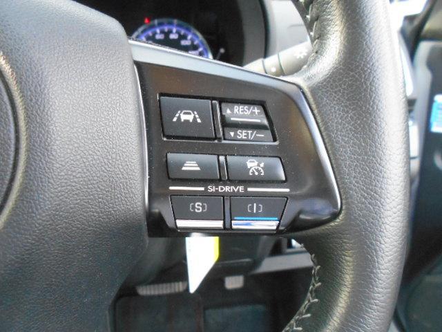 快適で安全なロングドライブを提供する追従機能付クルーズコントロール 設定した一定した速度で走行が可能です。長距離の運転に最適で疲労の軽減や燃費の向上に役立ちます。