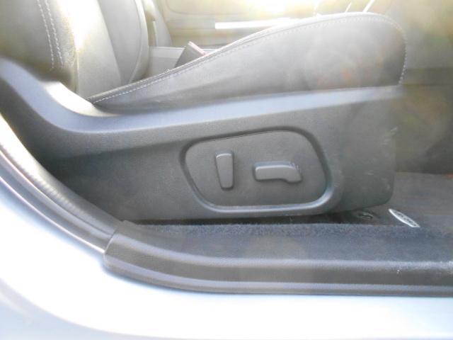パワーシート 電動シート採用で細かい微調整ができ、ドライビングポジションにしっかり合わせることで疲労軽減や事故防止につながります♪