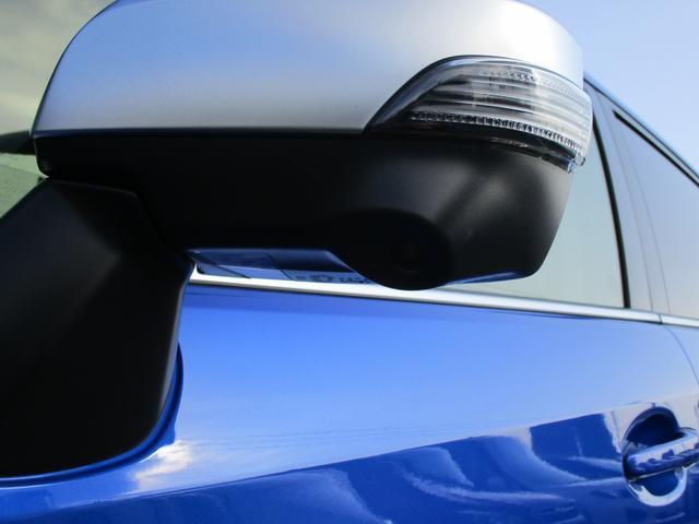 助手席側にサイドミラーに装着されたカメラ映像をナビゲーション画面に表示。死角を低減し、安全運転をアシストします。