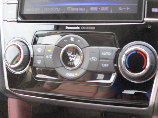 左右独立温度調整機能付フルオートエアコン。乗る人それぞれの体調や温感の違いに合わせて、運転席・助手席で別々の温度調整が可能です。