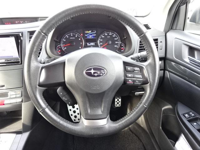 革巻きステアリング 手によくなじみ、高級感もありパドルシフトが付いているので運転が楽しくなります!