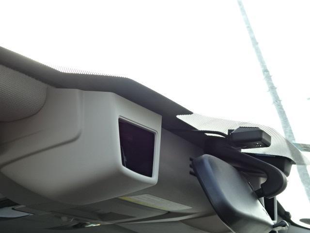 アイサイトのステレオカメラです。このカメラが前方の危険を察知し運転をサポートします。