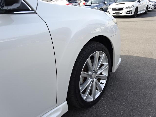 運転席側フロントフェンダー画像です。斜めから撮ることで凹みなど確認しやすくなります。