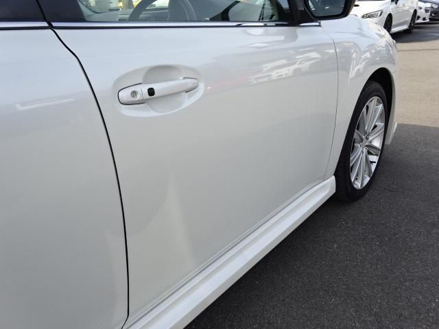 運転席ドア画像です。斜めから撮ることで凹みなど確認しやすくなります。
