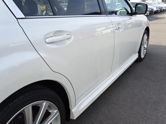 運転席側リヤドア画像です。斜めから撮ることで凹みなど確認しやすくなります。